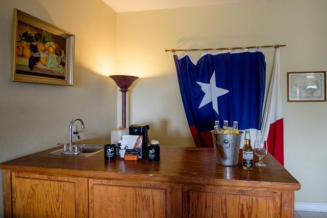 Vintage Villa Room Bar