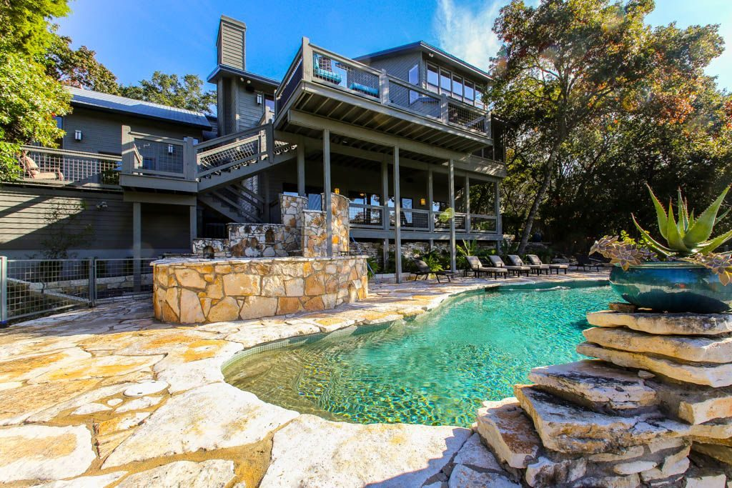Austin Lake Front Vacation Rental Backyard