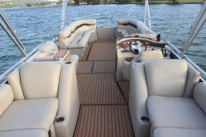 austin-rental-boats-interior