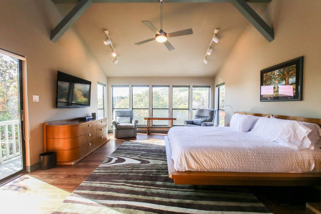 Lake Austin Vacation Rental Beds