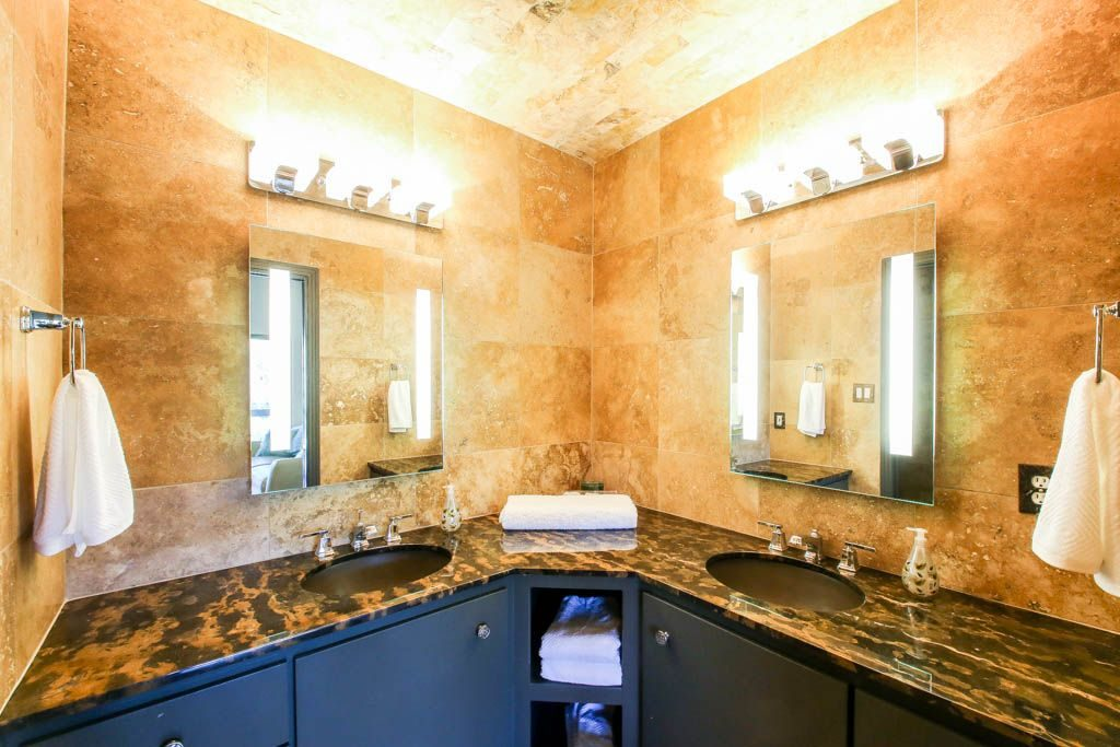 Lake Austin Waterfront Bathroom