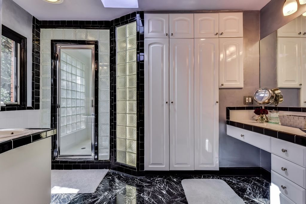 Austin Top Rated Vacation Rental bathroom