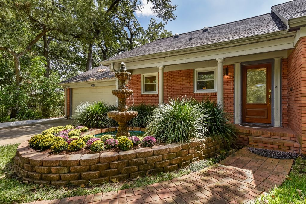 Austin Top Rated Vacation Rental front of hosue