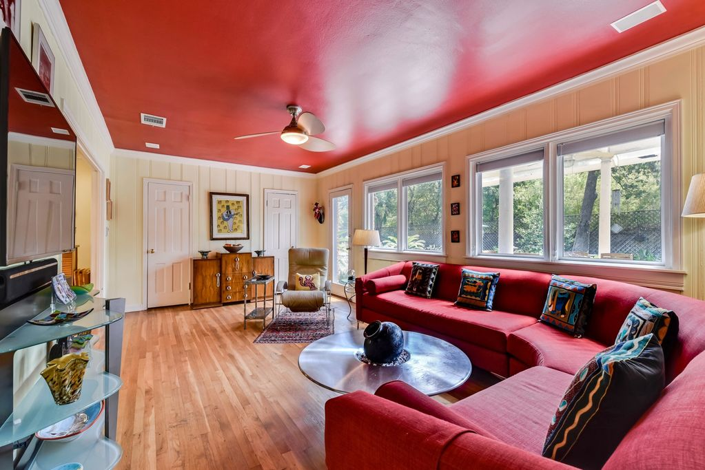 Austin Top Rated Vacation Rental Living room