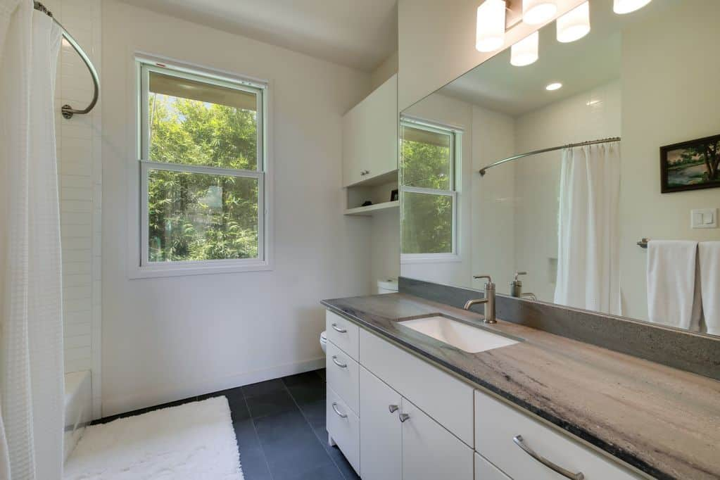 Ethel Austin Vacation Rental Half bath