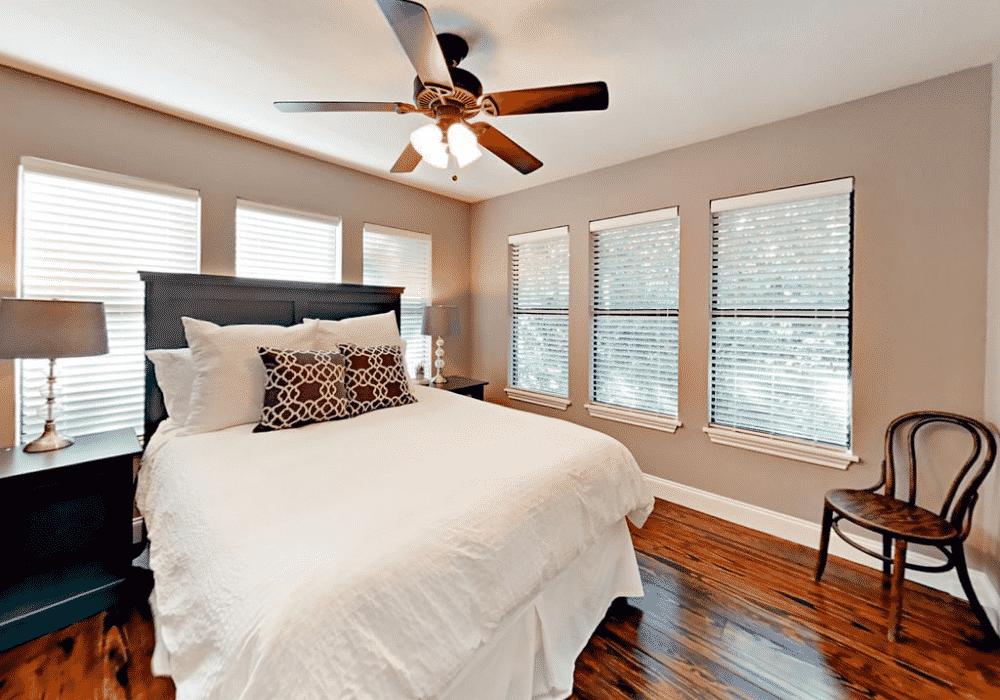 Lake travis rental bedroom2